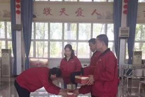 鑫华新榜样颁奖仪式在多功能厅隆重进行