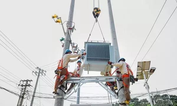 低碳转型,在居民采暖,工农业生产制造,交通运输,电力供应与消费,家庭
