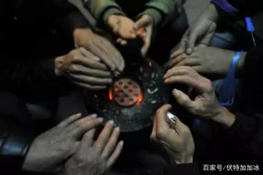山西临汾煤改气后禁烧煤,村民交不起燃气费受冻,取暖锅炉被没收
